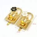 Замок для сумки золотой с черным  цветком поворотный  43*25 мм фурнитура для сумок