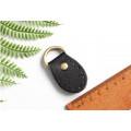 Рукодержатель для ручки сумки черного цвета в виде овала 3см*4.5см с кольцом на конце